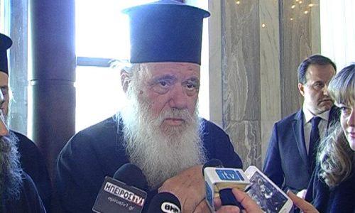 Ο Αρχιεπίσκοπος εισήχθη στο νοσοκομείο με ήπια συμπτώματα κορωνοϊού, σύμφωνα με τις υποδείξεις των θεραπόντων ιατρών του. Νοσηλεύεται σε μονή κλίνη COVID και υποβάλλεται σε εξετάσεις.