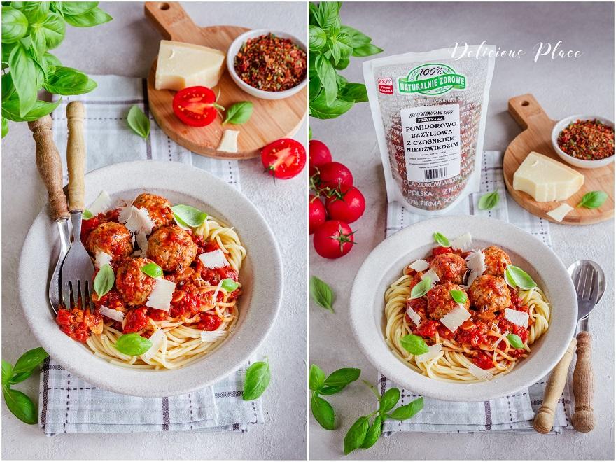 Makaron w sosie pomidorowym z pulpetami