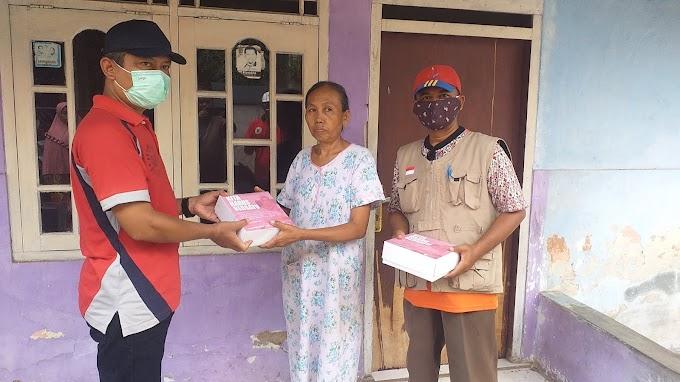 Warga Kemiri Jaya Dapat Bantuan Nasi Kotak