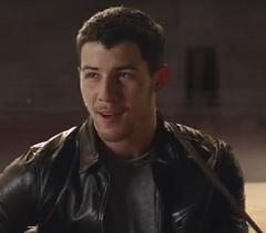 Nick Jonas lança clipe de Home