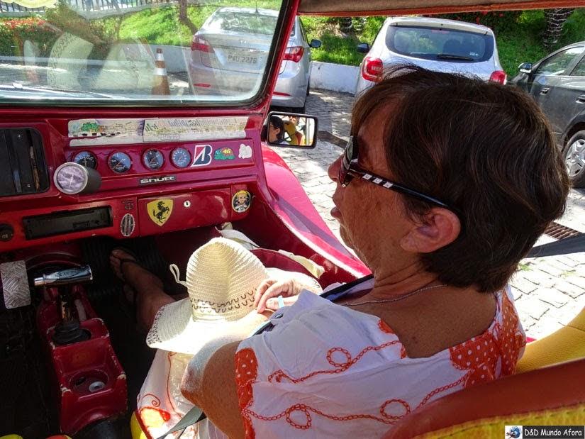 Olha mamis de cinto de segurança no buggy do Gerdon em Natal - Passeio de Buggy depois dos 60 anos