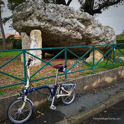 French Village Diaries Poitiers Insolite Dolmen Pierre-levée