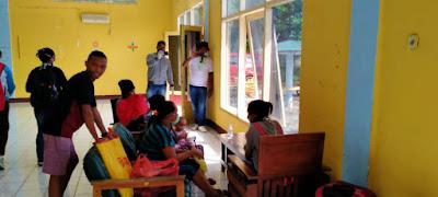 Warga Kabupaten Kepulauan Tanimbar Pelaku Perjalanan saat berada di lokasi Karantina Hotel Langgur