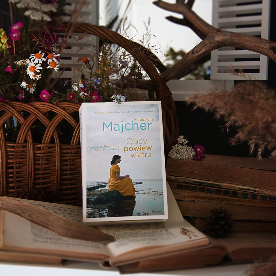 #48 Obcy powiew wiatru - Magdalena Majcher