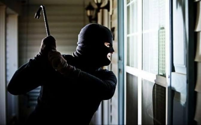 """Afogados: indivíduo invade casas e tenta assaltar moradores no Centro e """"Rua da Lama"""""""