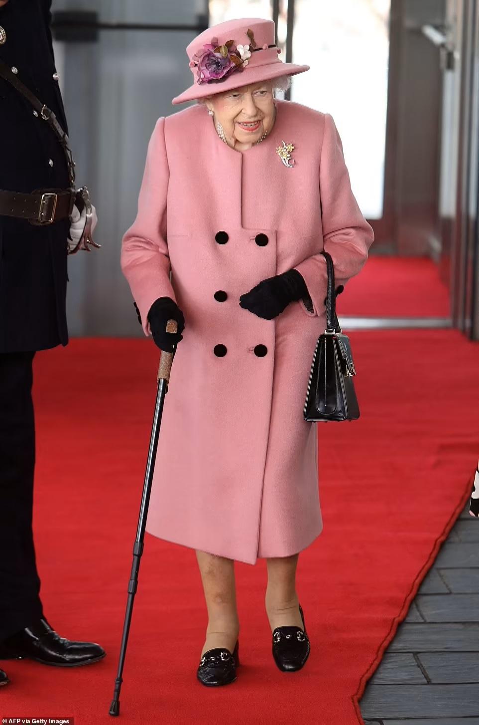 Queen Spends Night in Hospita