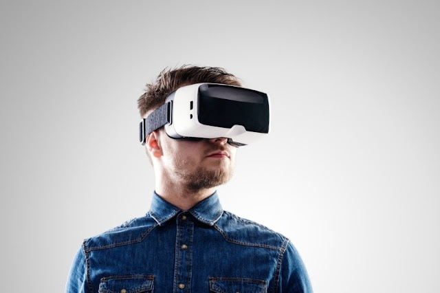 What is the difference between enhanced reality, virtual reality and mixed reality? 87