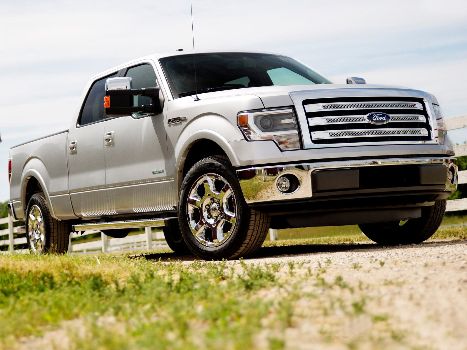 http://1.bp.blogspot.com/-l70c9wbUWfU/T81D8a-0SmI/AAAAAAAADlk/oFFP9Y7CB4U/s1600/2013_Ford-F-150_cars-picture-collection_1.jpg