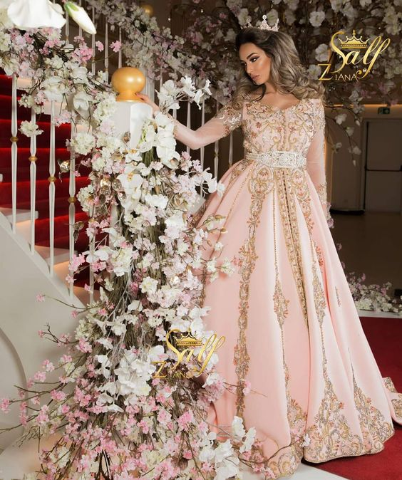 3ea1cfb0970 Faites votre choix maintenant parmi une large gamme de magnifiques robes  Marocaines pour mariées ou fiancées