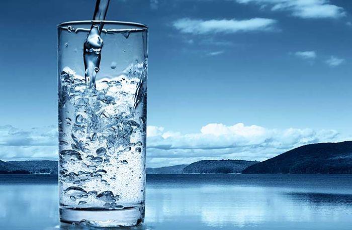 vaso de agua con una alta calidad para consumo humano