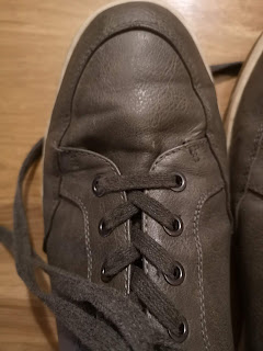 Vostey Men's Leather Sneakers looking good even after being in a mudbath