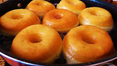 Savršene krafne s čokoladnim preljevom / Amazing donuts with chocolate glaze