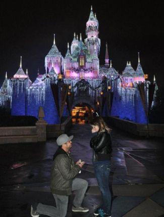 Pedir en matrimonio a tu pareja en un parque Disney - Foto: www.theknot.com
