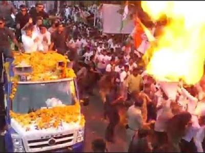 राहुल गाँधी के रोड सो में हुआ धमाका ?