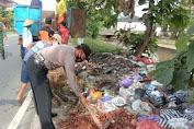 Polisi Bukateja Ikut Kerja Bakti Bersihkan Sampah