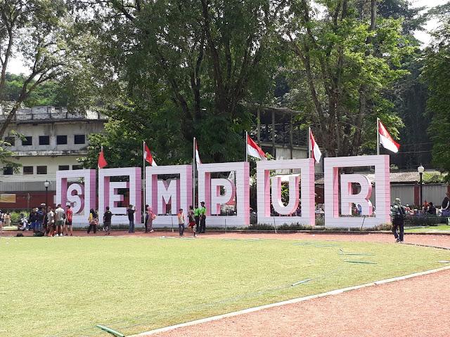 Trek Lari di sekeliling Lapangan Sempur Bogor