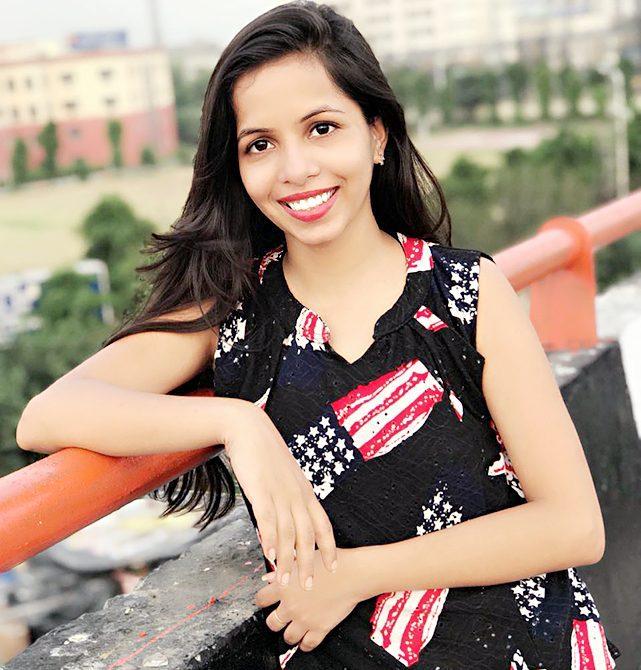 Dhinchak Pooja Photos | इंटरनेट सनसनी ढिंचैक पूजा के फोटो