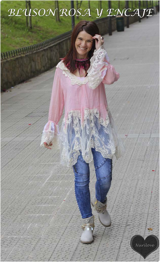 Un blusón largo rosa pastel combinado con encaje