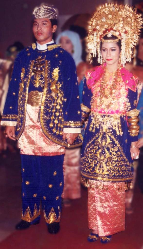 baju pengantin minang warna biru