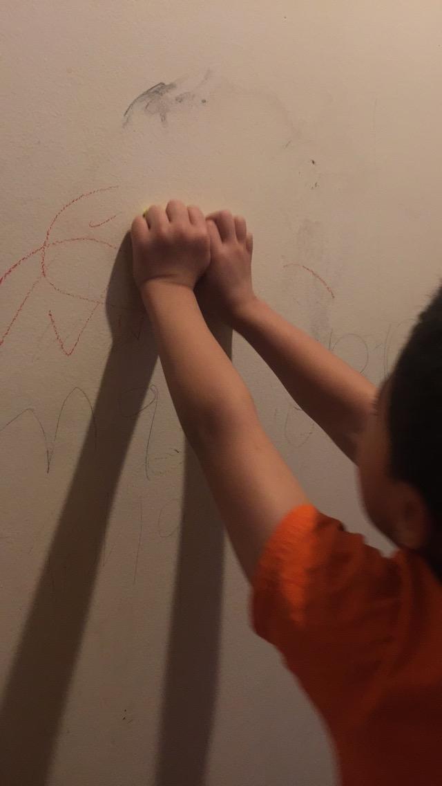 pencil off walls - 640×1136
