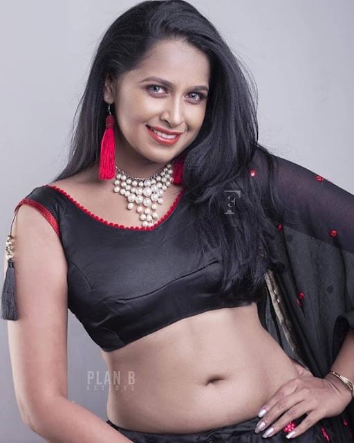 Indian Women hot saree photos Navel Queens