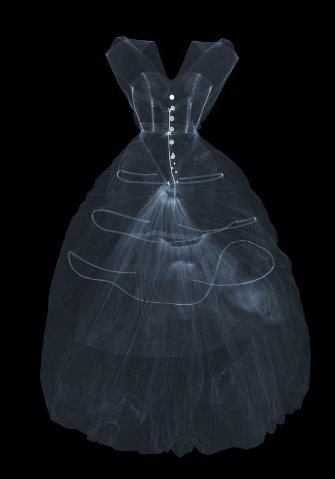 Balenciaga o arquiteto da moda no Victoria & Albert Museu