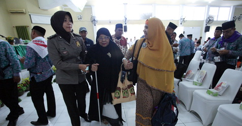 Nenek Buta Berangkat Haji: Aku Rindu Ka'bah Meski Mataku Tak Bisa Melihatnya Secara Langsung