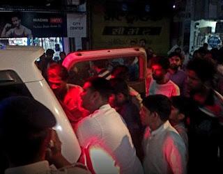 पेटलावद से खवासा जा रहा है दो पुलिसकर्मी हादसे में घायल
