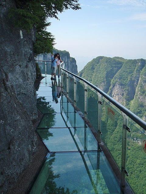 5 Jembatan Kaca Terindah dan Tertinggi Di Dunia