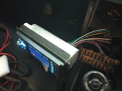 Kabel Catu Daya Terpasang Di Tape Menggunakan Terminal Block