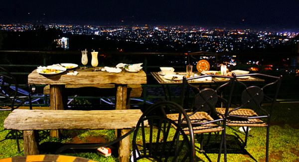 Wisata Kuliner di Punclut Bandung dengan Nuansa Romantis