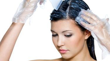 Cara Memelihara Rambut yang Diwarnai Selama DiRumahSaja