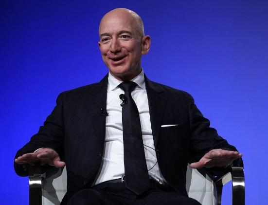 Jeff Bezos reclaimed No.1 spot 2weeks after losing to Bernard Arnault