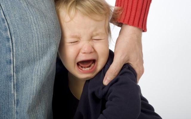 Αποτέλεσμα εικόνας για παιδι δεν αποχωριζεται τη μαμα του