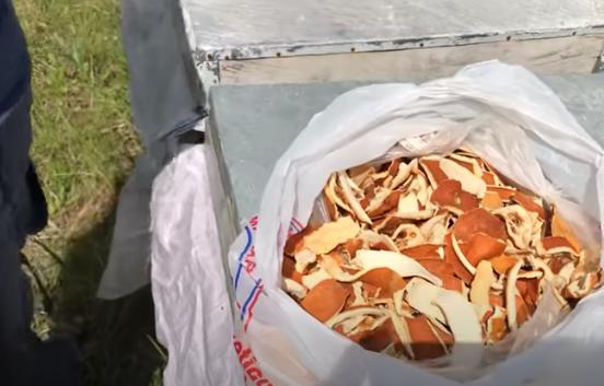 Φλούδες πορτοκαλιού και μανταρινιού στο καπνηστήρι καταπολεμούν την βαρρόα
