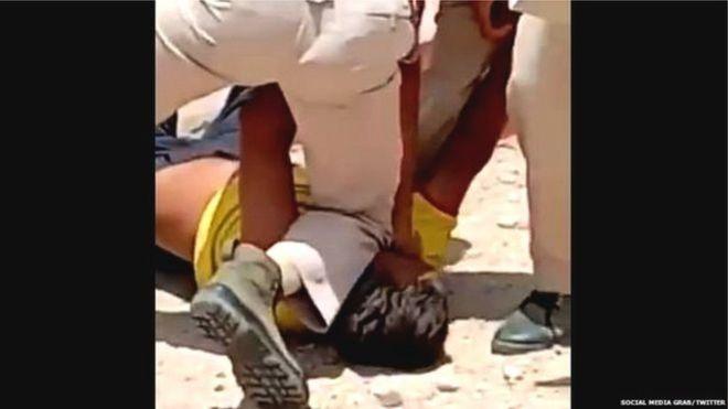 انڈیا: ماسک نہ پہننے پر شہری پر 'جارج فلائیڈ طرز' کا مبینہ پولیس تشدد | Alleged police torture on a citizen for not wearing a mask