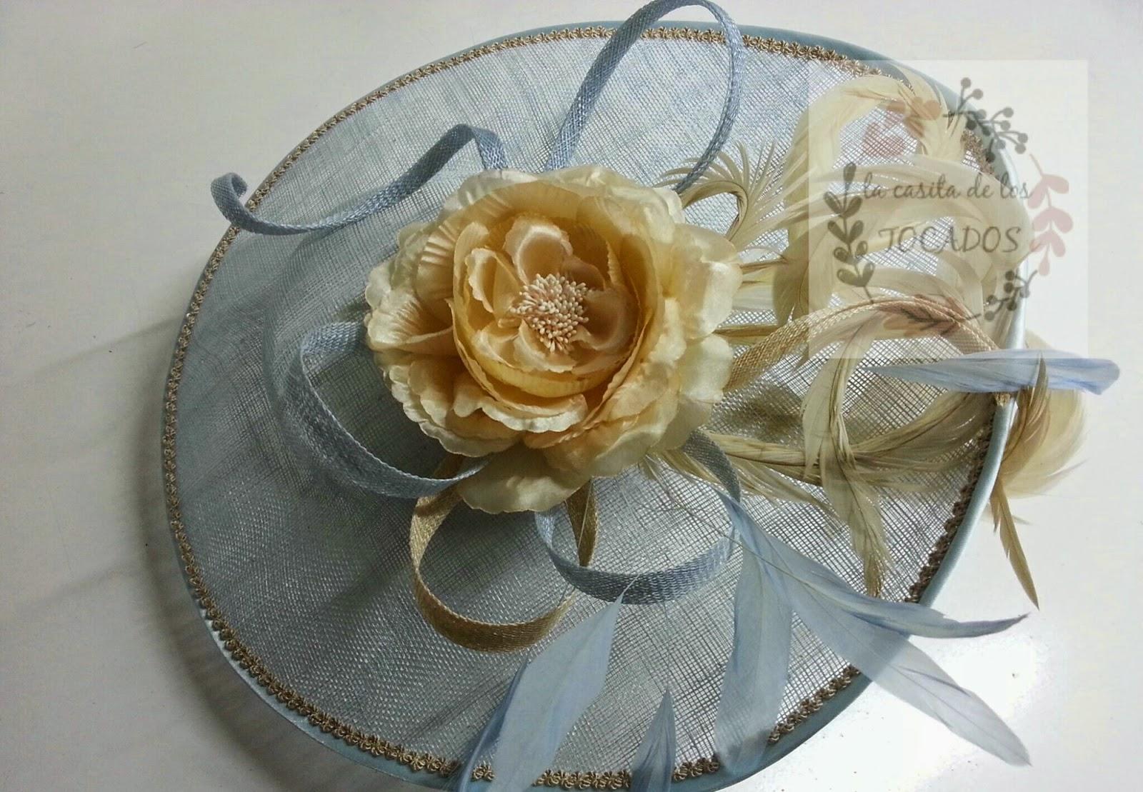 pamela original para boda con diadema en colores azul celeste y beige