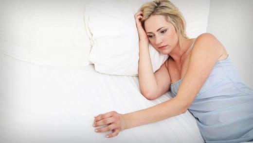 Củ gai tươi chữa ra máu âm đạo khi mang thai