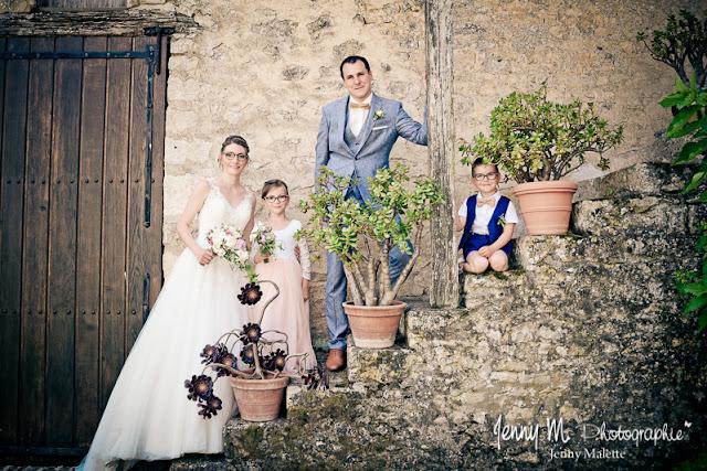 photo des mariés avec leurs enfants portrait mariage logis de chaligny