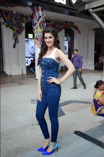 Kriti Sanon Looks Super sexy At ALDO Spring Summer 2015 Collection Launch