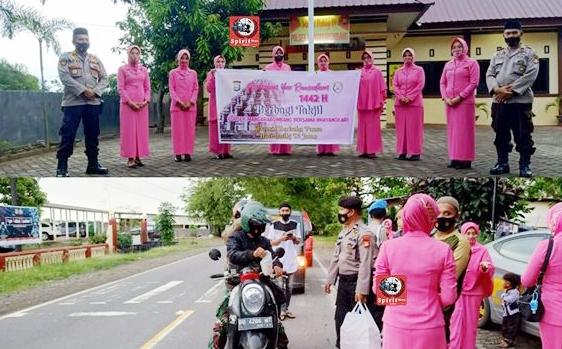 Kapolsek Pimpin Personil Bersama Bhayangkari Polsek Marbo Berbagi Takjil Pada Masyarakat