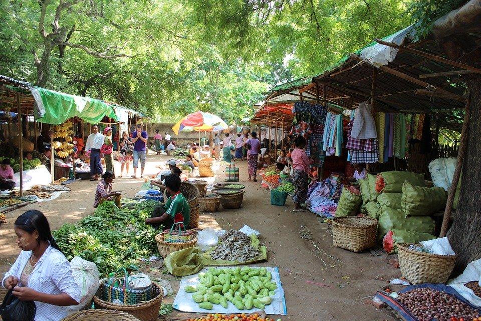 Деревенский рынок в Баган, Мьянма