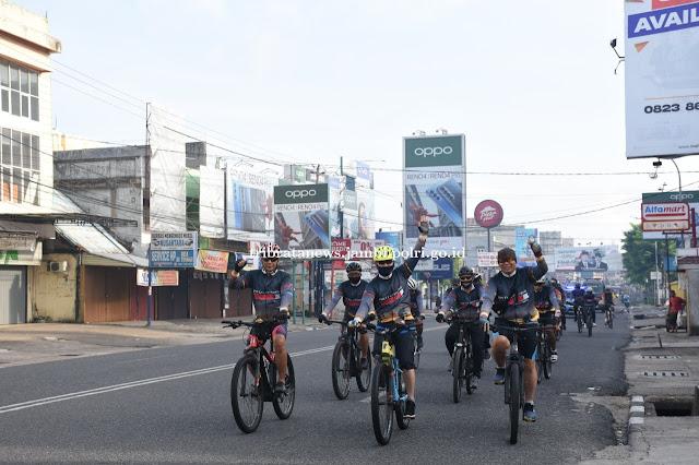 Kapolda Jambi Bersama PJU Polda Jambi Laksanakan Gowes Kamtibmas Keliling Kota Jambi dan Muaro Jambi