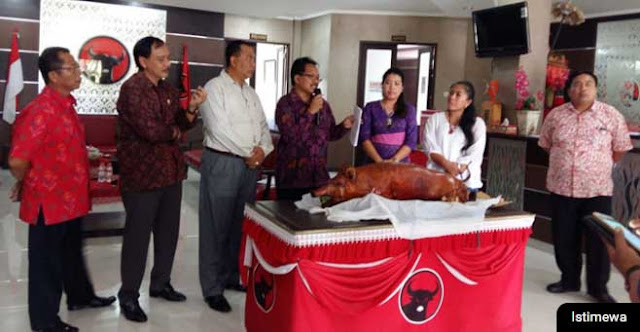 Acara syukuran Menu babi guling PDIP Bali