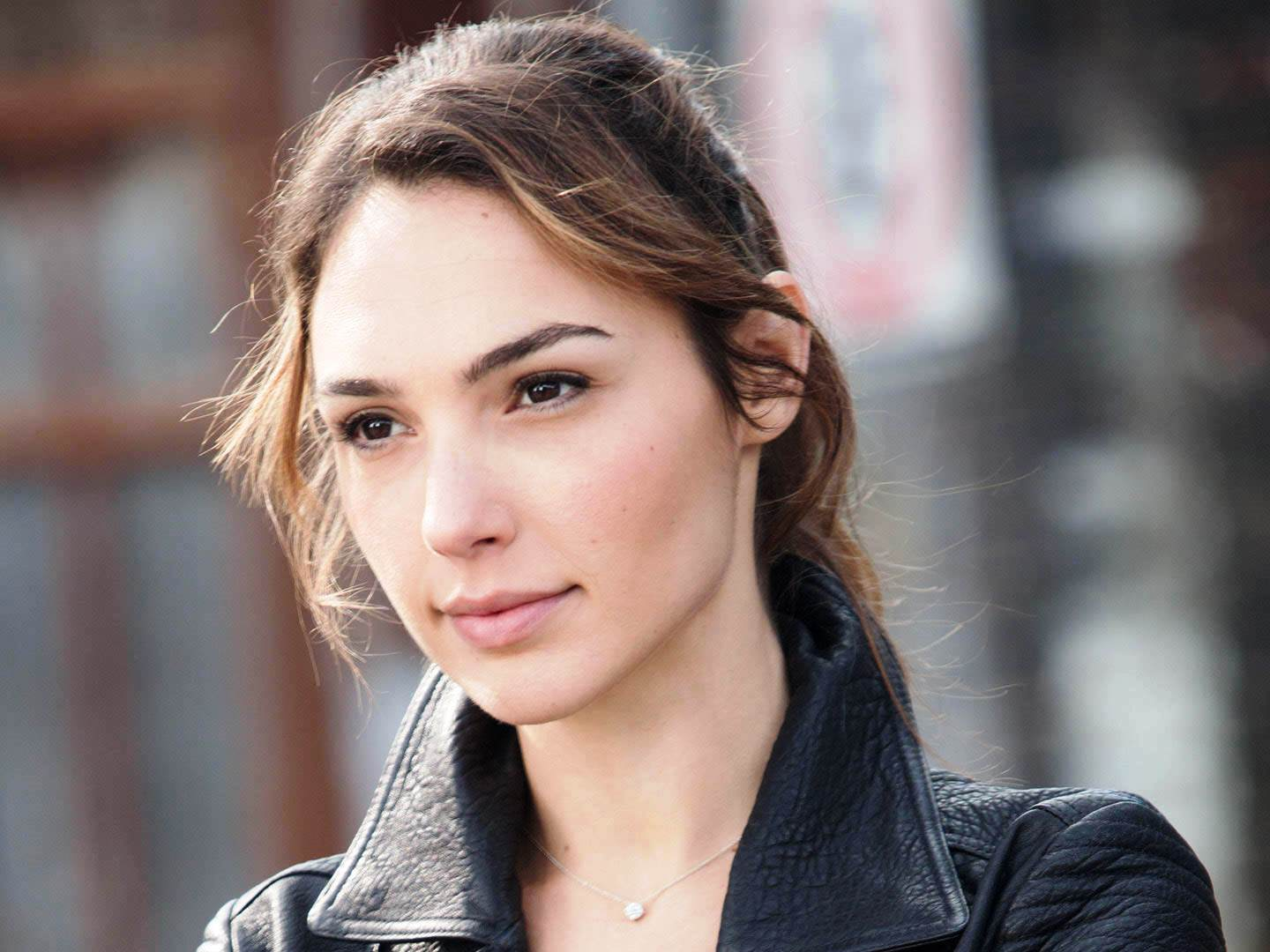 Who Is Gal Gadot Smartphone New Review