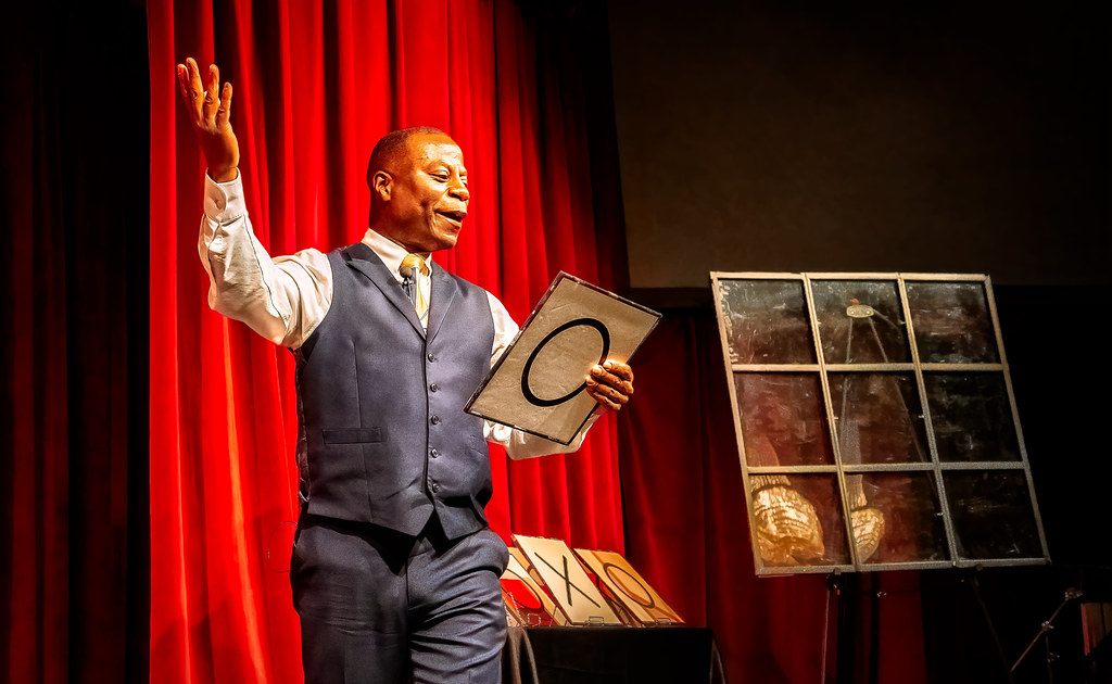 Craig Martin , Magician in Portland Oregon