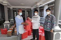 Ketua DPRD Lamsel Bagikan 2.000 Paket Buka Puasa ke Masyarakat