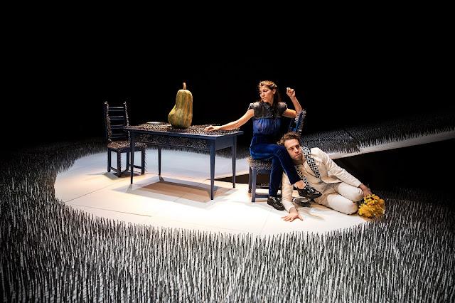 Teatro-minha-opiniao-sobre-dias-de-sweet-home-europa-palco
