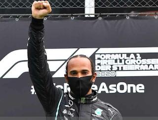 Hamilton aproveita pódio na Estíria e protesta com punho cerrado contra racismo