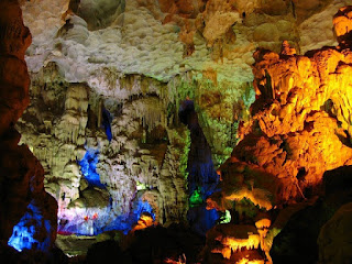 5 cave should arrive in Halong Bay 4